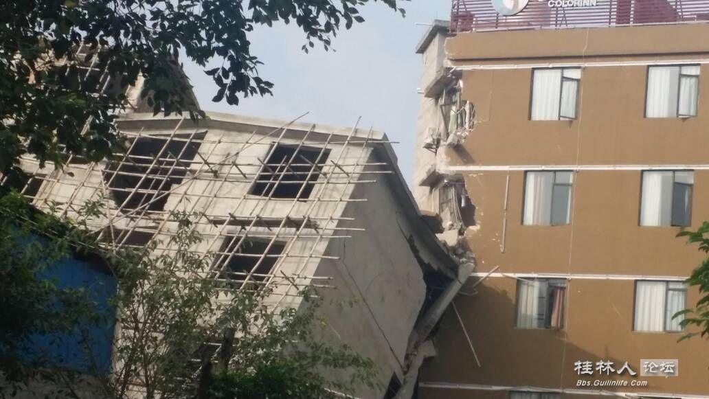 出大事拉!金鸡岭对面一栋6,7层的自建楼倒塌!